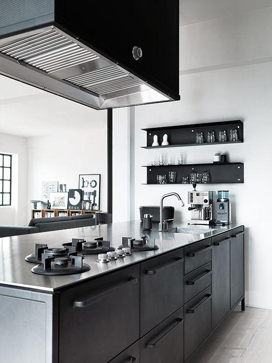 Cucina nera e acciaio