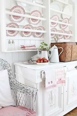 How lovely!  via Fresh Farmhouse