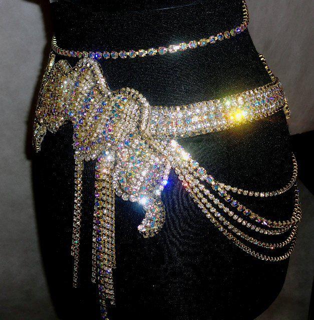 Дизайн свадебных костюмов