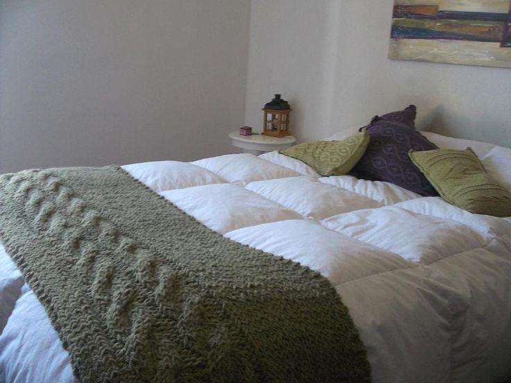 Manta tejida a mano con trenzas tejidos pinterest - Cubrepies de cama ...