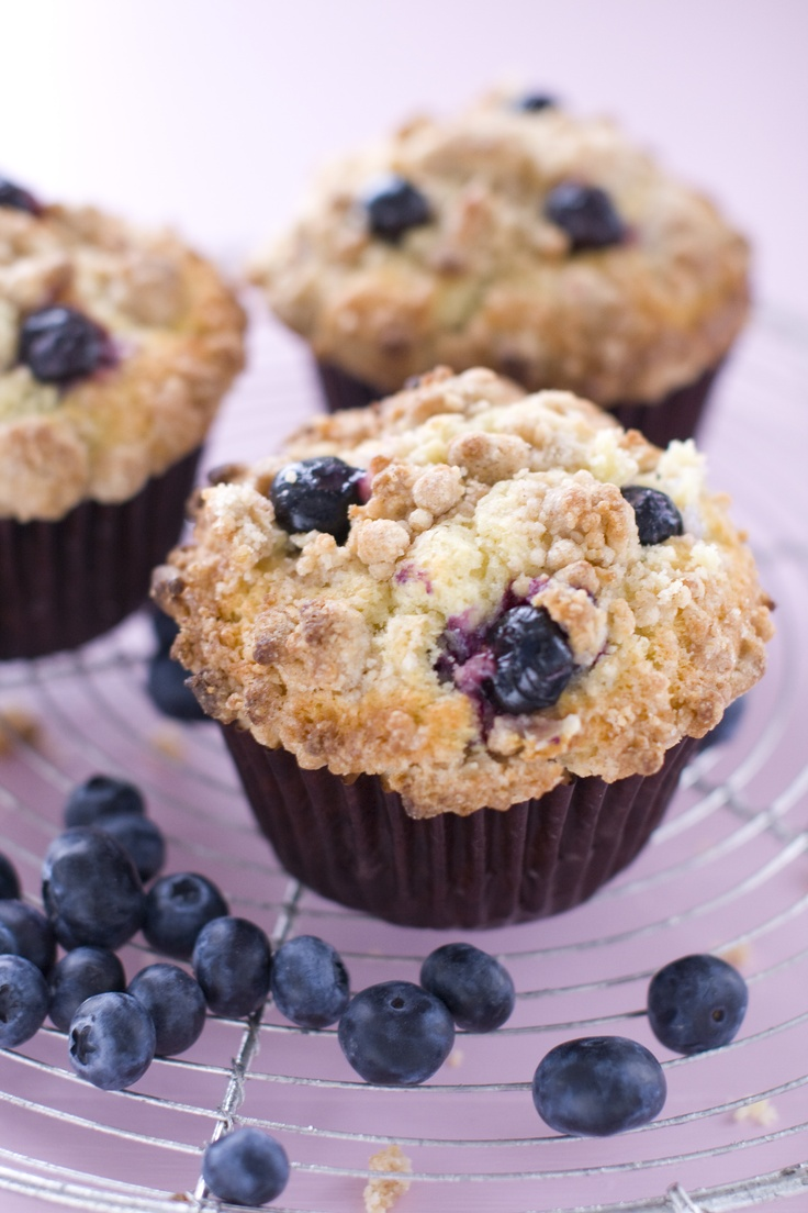 Blueberry Crumble Muffins | muffins and quick bread | Pinterest