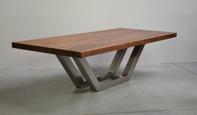 Moderner Holztisch K Table Bietet Vielseitige Einsatzmoglichkeiten