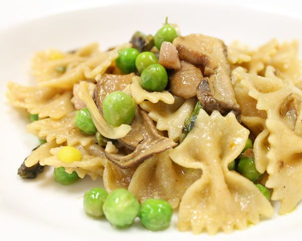 Whole-Wheat Farfalle with Porcini Mushrooms, Asparagus, and Peas | Re ...