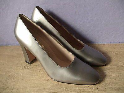 Salvatore Ferragamo womens shoes silver metallic pumps size 7 B