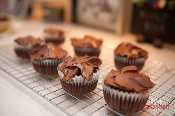 Paleo Cupcakes with chocolate frosting | Paleo Cakes | Pinterest