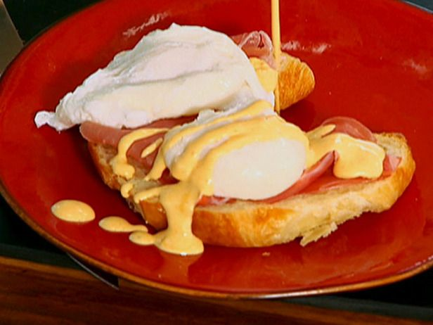 Eggs Benedicto (Chipotle Eggs Benedict with Blender Mock Hollandaise ...
