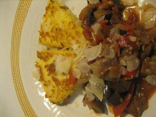 Baharatlı Patlıcan Yahni Cheesy kızarmış Polenta Takozlar