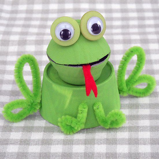Turn a recycled egg carton into an adorable frog. A great craft project for the kids to celebrate spring and Earth Day!