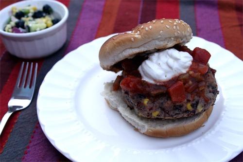 Black Bean and Corn Burgers.   Yuuuuuuummmmm!   Pinterest