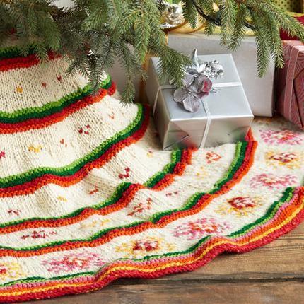 Knitting Pattern Christmas Tree Skirt : HEIRLOOM HAND KNIT TREE SKIRT Christmas Pinterest