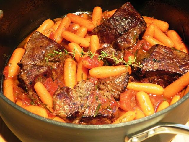 ... ! The Iowa Housewife: Individual Pot Roasts with Herbs and #Carrots