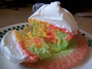 Yummy & good for Easter! Tie-Dye Fruity Cupcakes. Easy