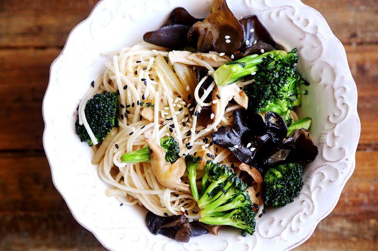 Broccoli_Shiitake_Mushroom_Stir_Fry_Noodles_Recipe_001