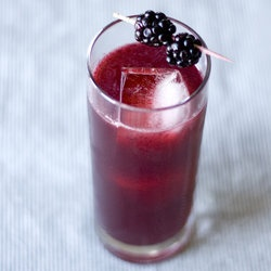 Blackberry gin and tonic :) | Food Ideas | Pinterest