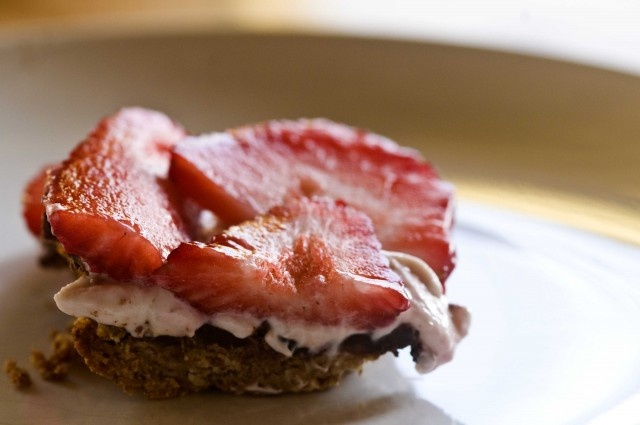 strawberry tart (vegan, gluten free)