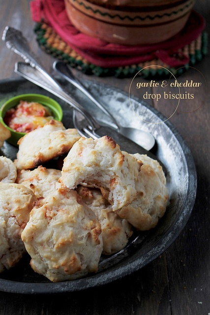 Garlic and Cheddar Biscuits www.diethood.com by diethood, via Flickr