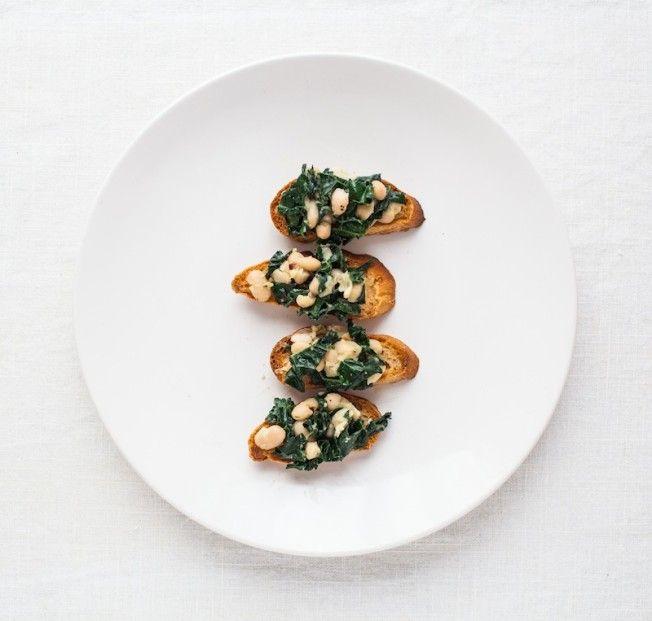Kale and White Bean Crostini | yummy | Pinterest