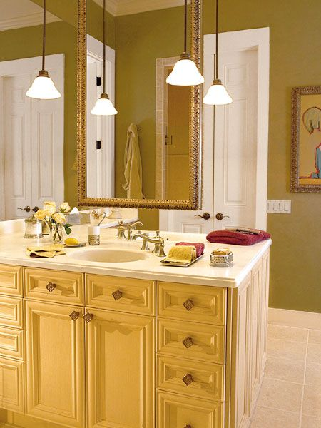 Large Bathroom With Hanging Lights