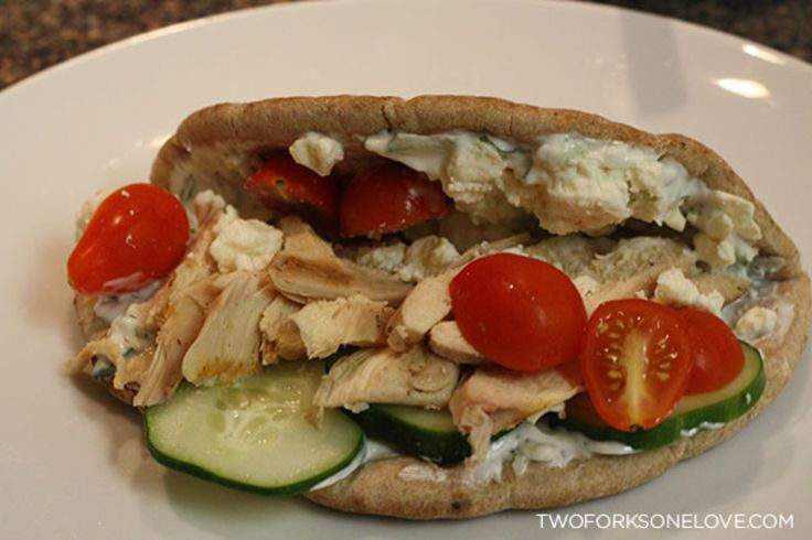 Greek Chicken Pita Pockets with Homemade Tzatziki http ...