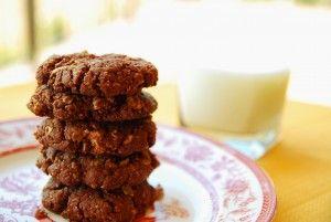 Dark chocolate peanut butter cookies (3 ingredients!)