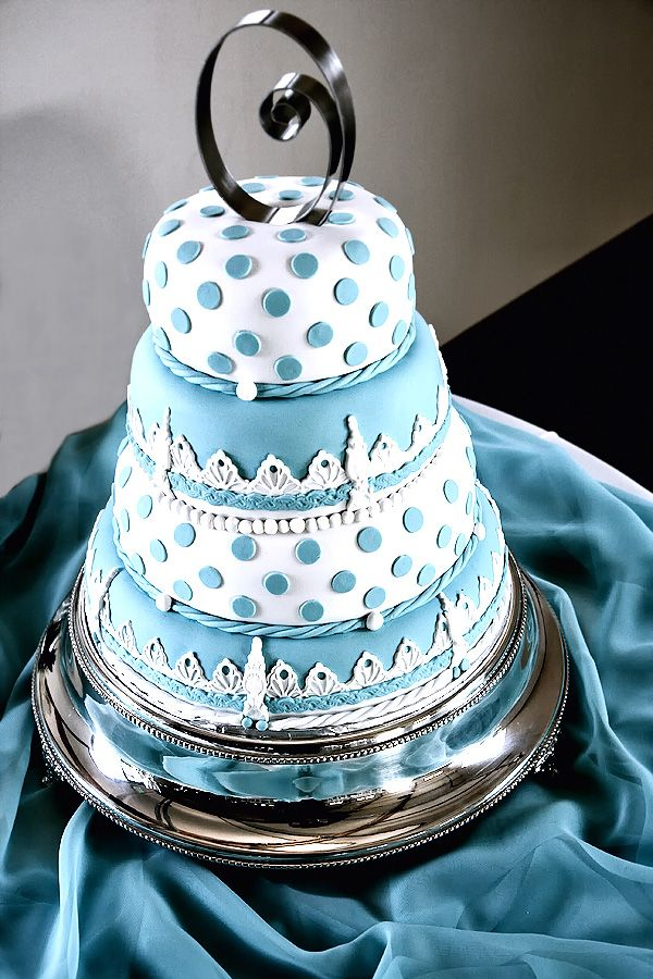 blue polka dot cakes