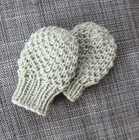 Knitting Patterns For Baby Gloves : KNITTING PATTERN FOR THUMBLESS BABY MITTENS   KNITTING PATTERN
