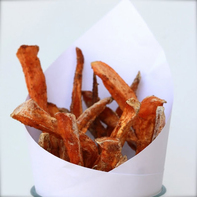 crispy baked sweet potato fries with ka-pow! garlic ketchup