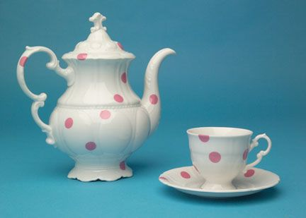 Legendary Pink Dots Tea Set. Designer: Maxim Velčovský