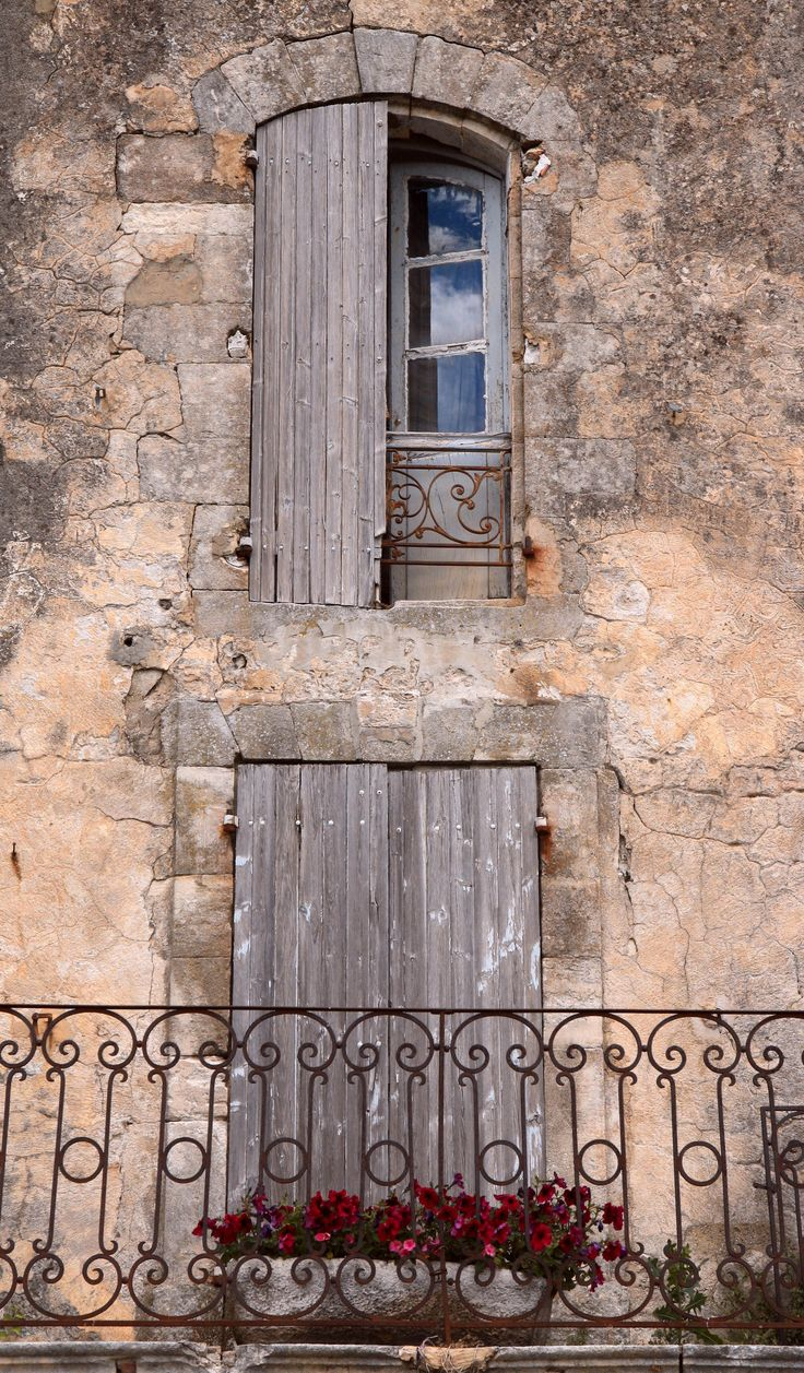 Quaint balcony st remy provence france my french chateau for French balcony doors