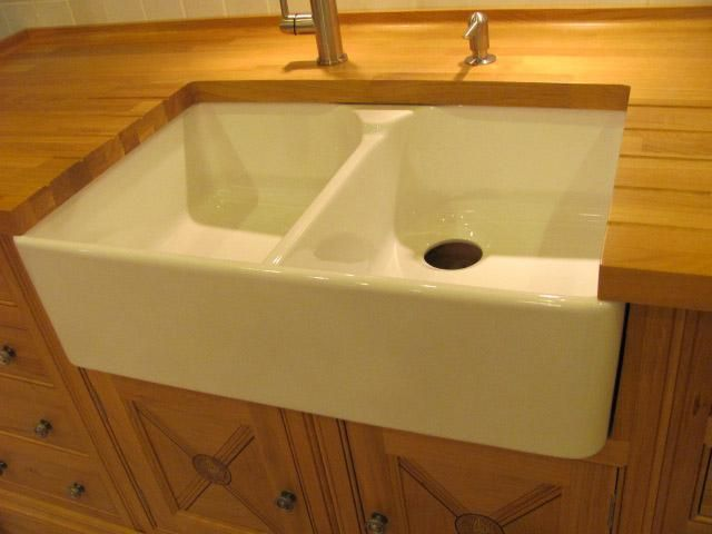 Porcelain Farmhouse Kitchen Sink : Found on kitchentrader.com
