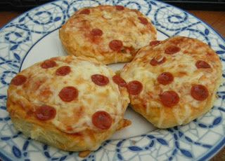 Quick Pepperoni Pizza Snacks* | GET IN MY BELLY | Pinterest
