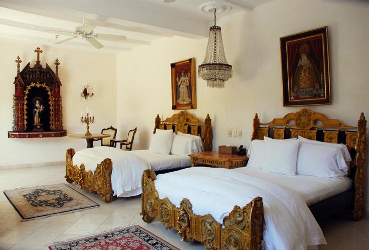 White bedding spanish spanish obsession pinterest for A bedroom in spanish