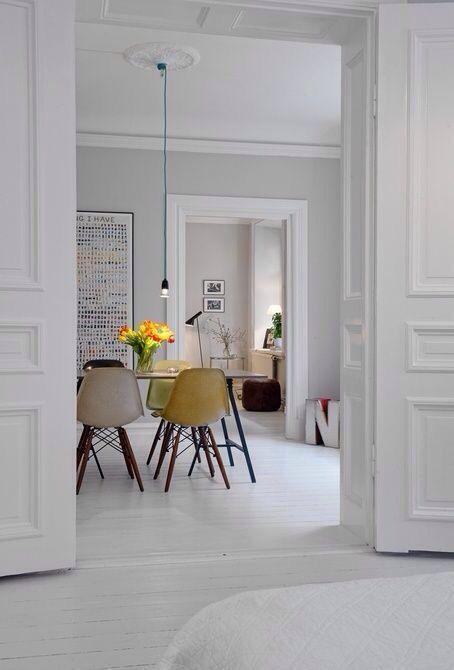 Decorar las paredes con molduras puertas y molduras for Decorar puertas con molduras