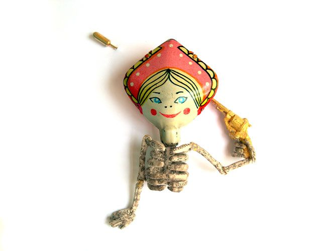 AURÉLIE DELLASANTA - Switzerland/Mexico - Suicide Brooch, 2007 Painted metal, gilded metal, paper  (THINK TWICE)