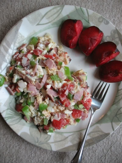 scrambled egg with 1/4 c egg whites, with some ham, green bell ...