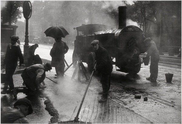 Les goudronneurs (the tar spreaders), Paris, 1931