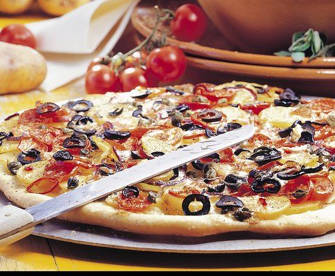 Pizza ricca alle patate | Favorite recipes...food&drink | Pinterest