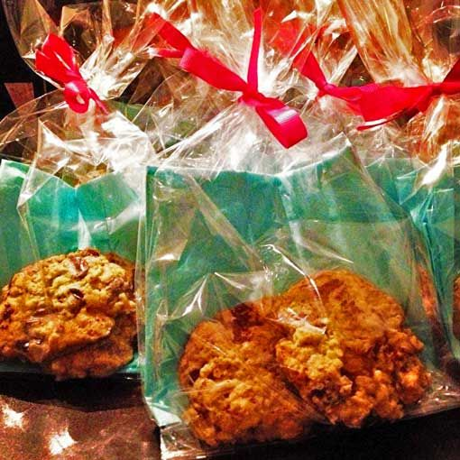 Irish oatmeal chewy chocolate chip cookies, just in time for St ...