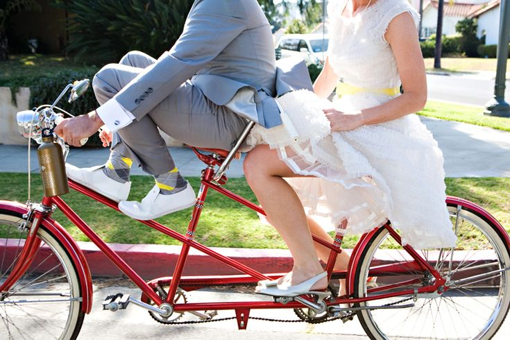 I am really loving this cute idea,, surely somewhere into the mix we could arrive to the wedding venue on a bicycle!