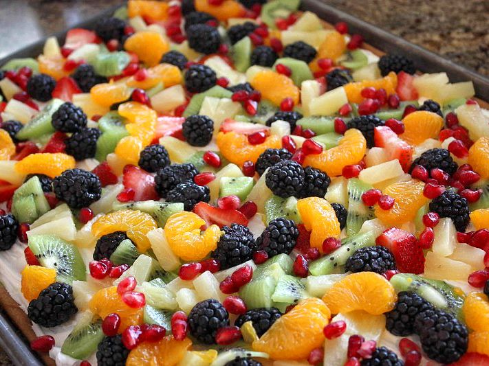 ... Fruit Pizza. I really like the choice f fruit for this pizza, looks