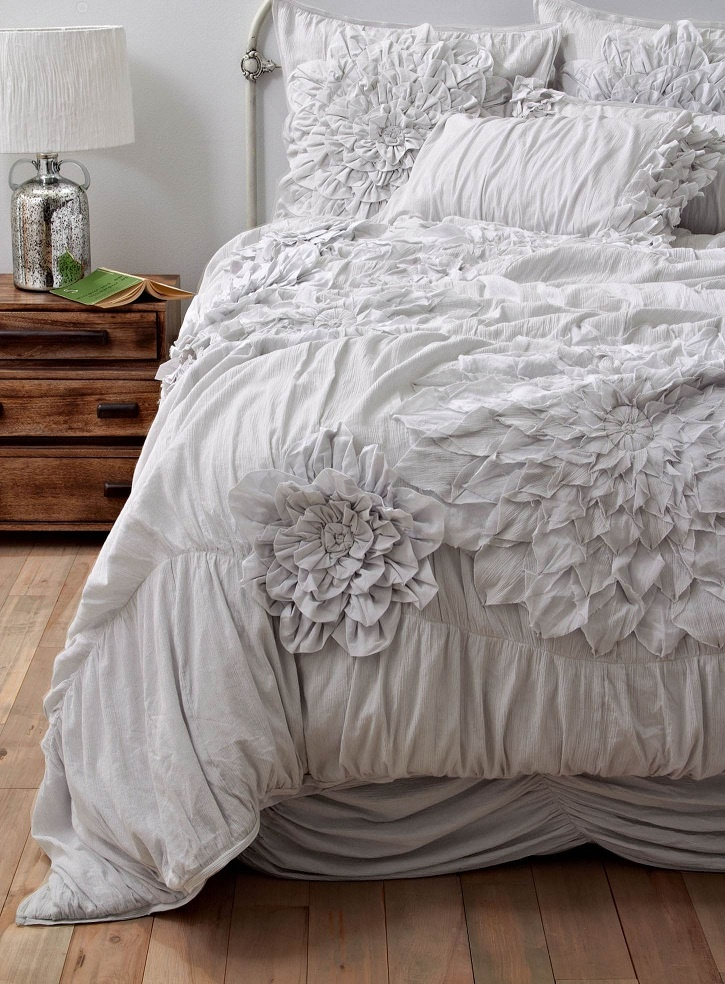 Seriously love ruffled bedding for the home pinterest for Frilly bedspreads