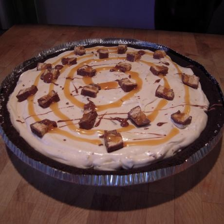 Easy Snickers Bar Pie HAS PEANUT BUTTER