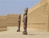 25 – Tacaynamo, ha su llegada se habría empezado a construir la ciudad de Chan-Chan, ya que esta ciudad consta de diez pirámides, el mismo número que el de los gobernantes Chimú hasta la llegada de los incas, cada una de las cuales habría sido construida por cada uno de los gobernantes.