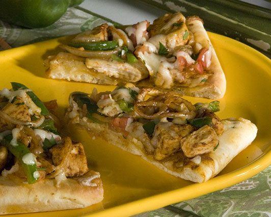 Chicken Fajita Pizza | Chow Down - Pizza, Stromboli, Calzone... | Pin ...