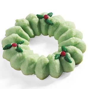 Holiday Spritz Wreaths Recipe only 37 calories! #Beanitos #Treats