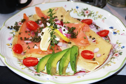 ... onion, avocado topped with crème fraiche, chives and tomatoes) YUM