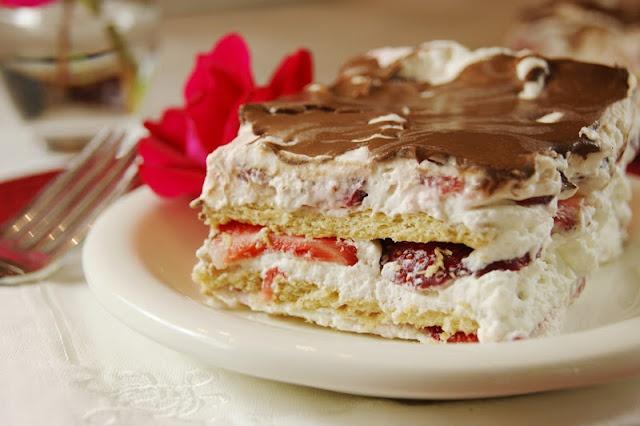 No-Bake Strawberry Ice Box Cake | desserts | Pinterest
