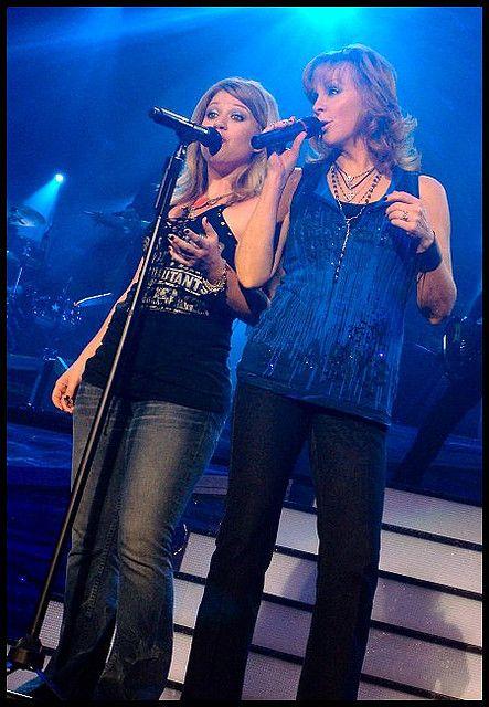 Kelly Clarkson & Reba McEntire   Reba McEntire   Pinterest