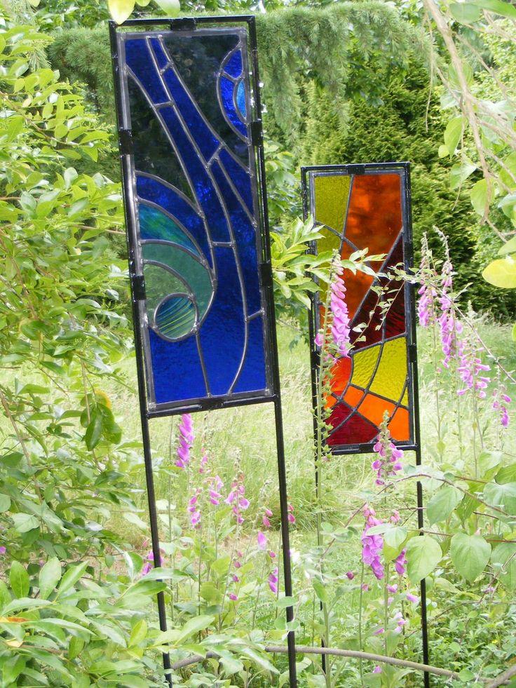 Dscf2738 jpg stained glass garden pots outdoors for Lawn art patterns