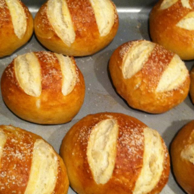 pretzel rolls! | Good eats :) | Pinterest